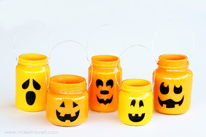 Tarros reutilizados para hacer caras de Halloween porta dulces