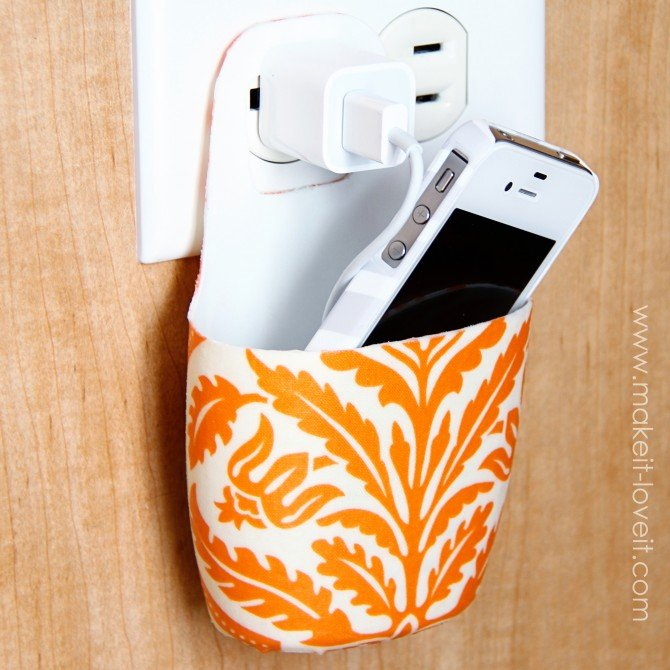 How to Make a Phone Holder With a Plastic Bottle - Charging Love