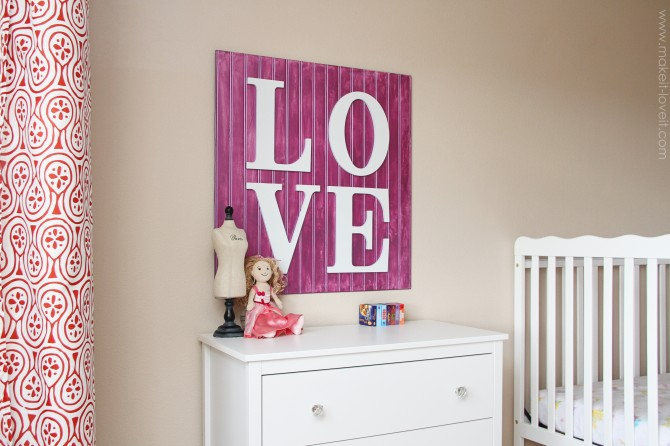 Wall decor: wooden love sign
