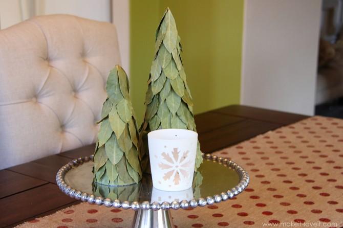 Simple christmas decor: burlap table runner & bay leaf trees