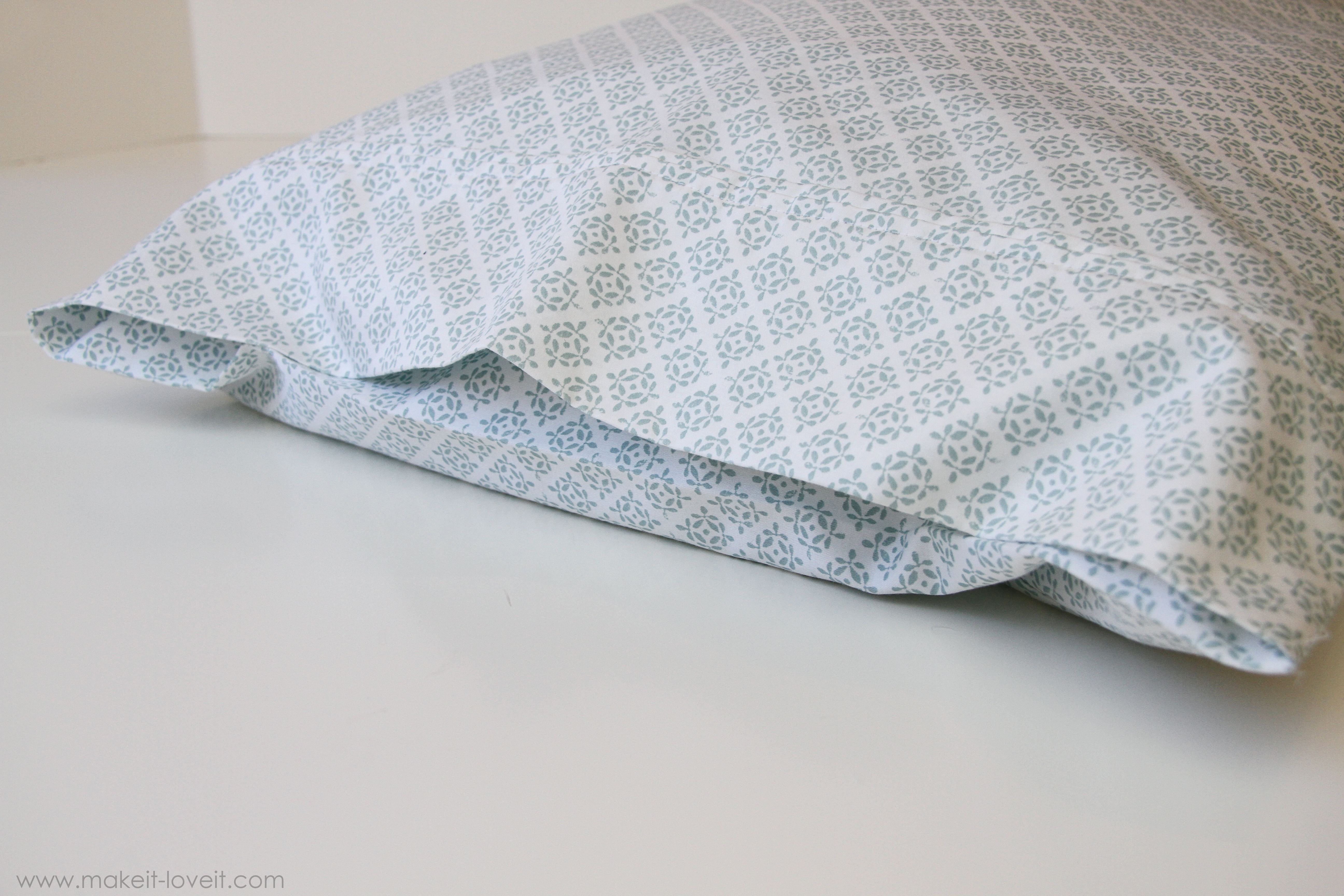How to Make an Envalope Style Pillowcase (Flap Keeps ...