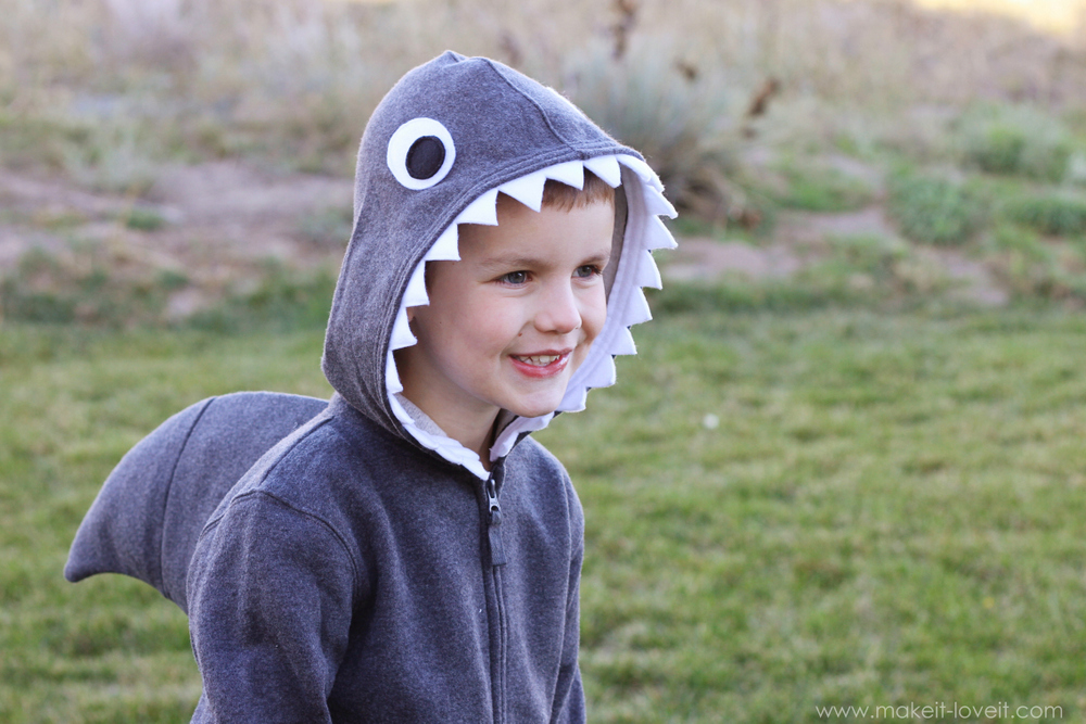 Iu0027ve seen this shark sweatshirt idea ...  sc 1 st  Makeit-Loveit & Halloween Costume Ideas: Simple Shark (with Dorsal Fin) | Make It ...