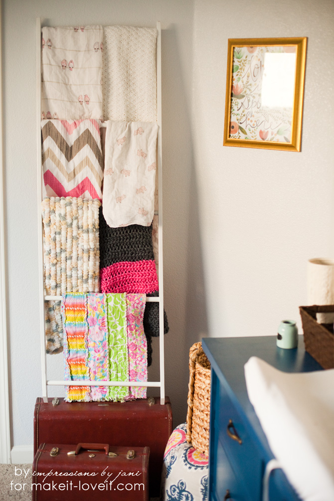 DIY Blanket Storage Display Ladder.....a truly simple design! --- Make It and Love It