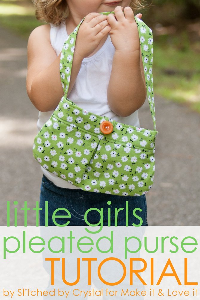 Little girl pleated purse…with button closure!