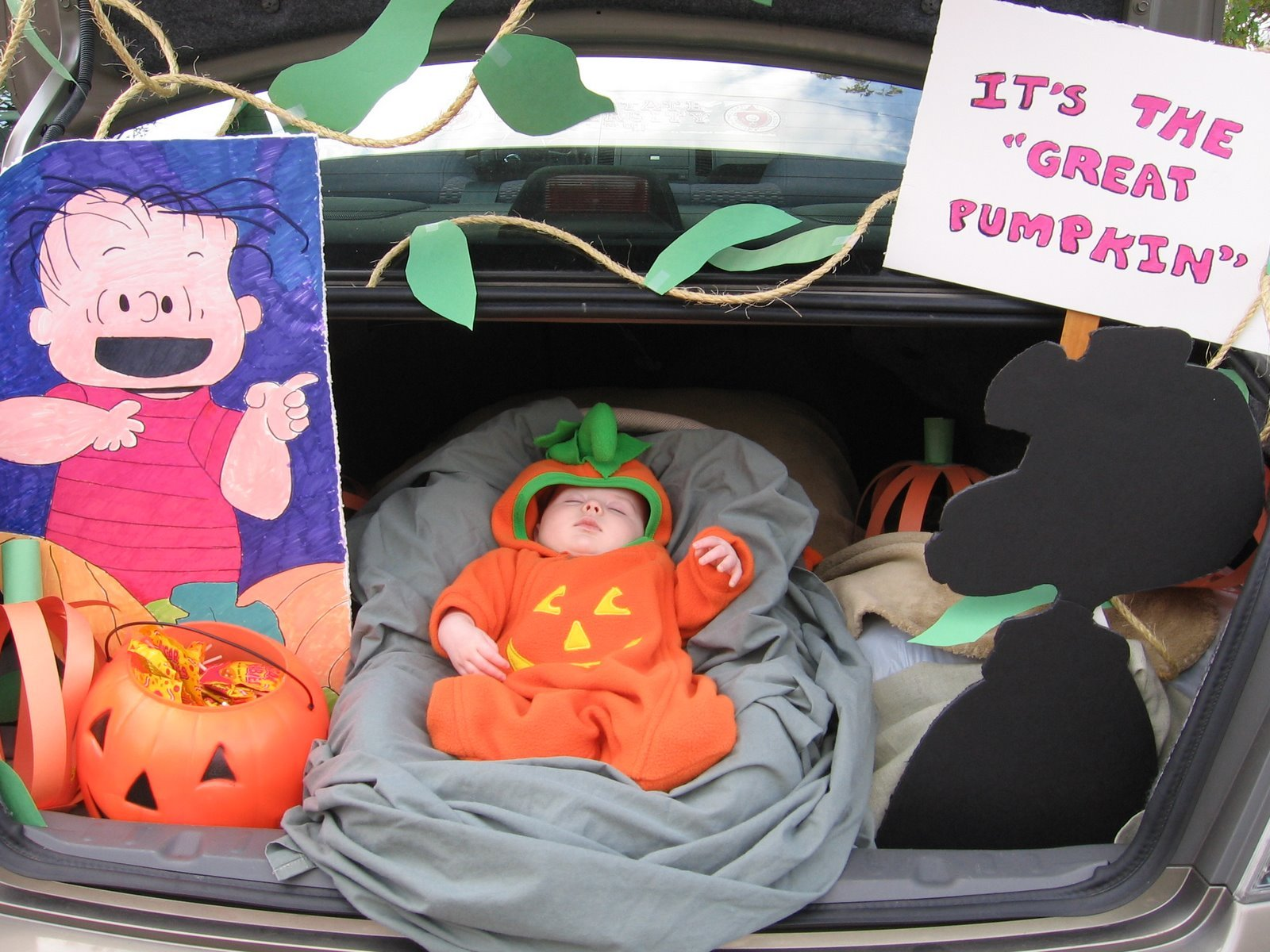 2 charlie brown & 18 Trunk-or-Treat Car Decorating Ideas | Make It and Love It