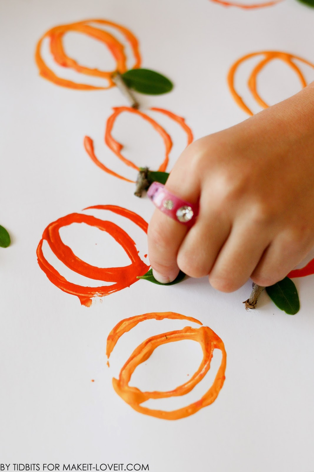 Pumpkin Stamp Art...from a toilet paper roll!! --- Make It and Love It