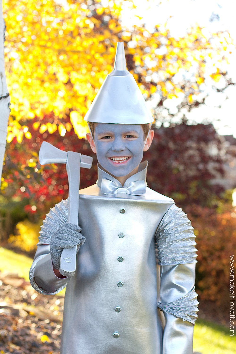 DIY Tin Man Costume (from Wizard of Oz) | via Make It and Love  sc 1 st  Makeit-Loveit & The TIN MAN (...from