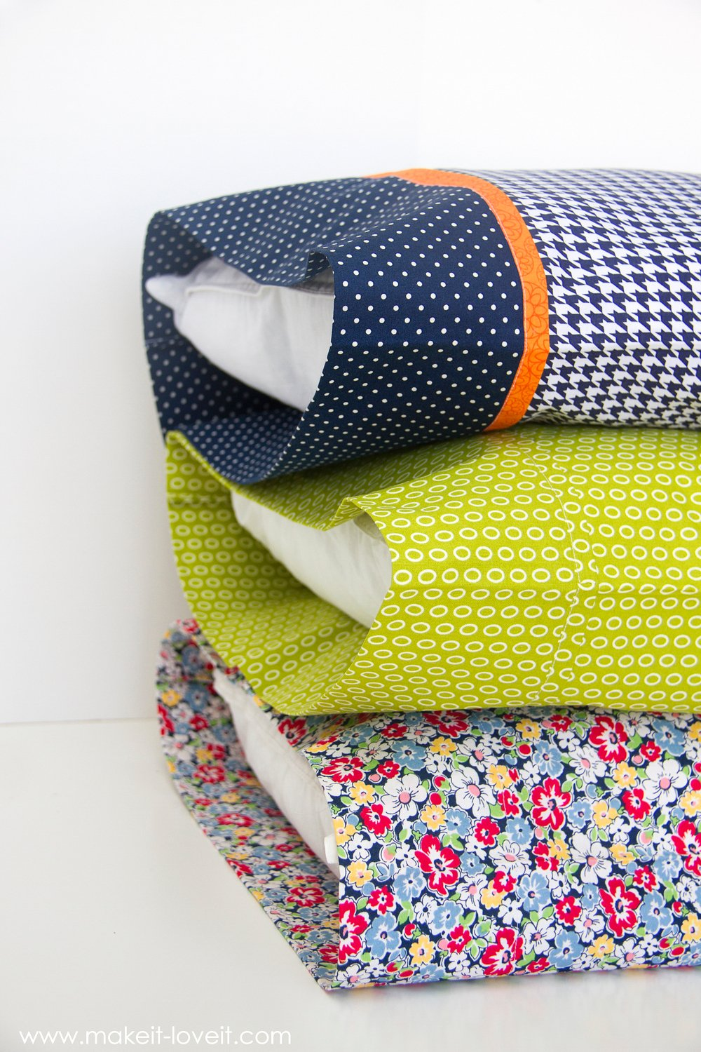"Diy bed pillow cases: 3 sizes and 3 different styles (including the ""burrito"" method)"