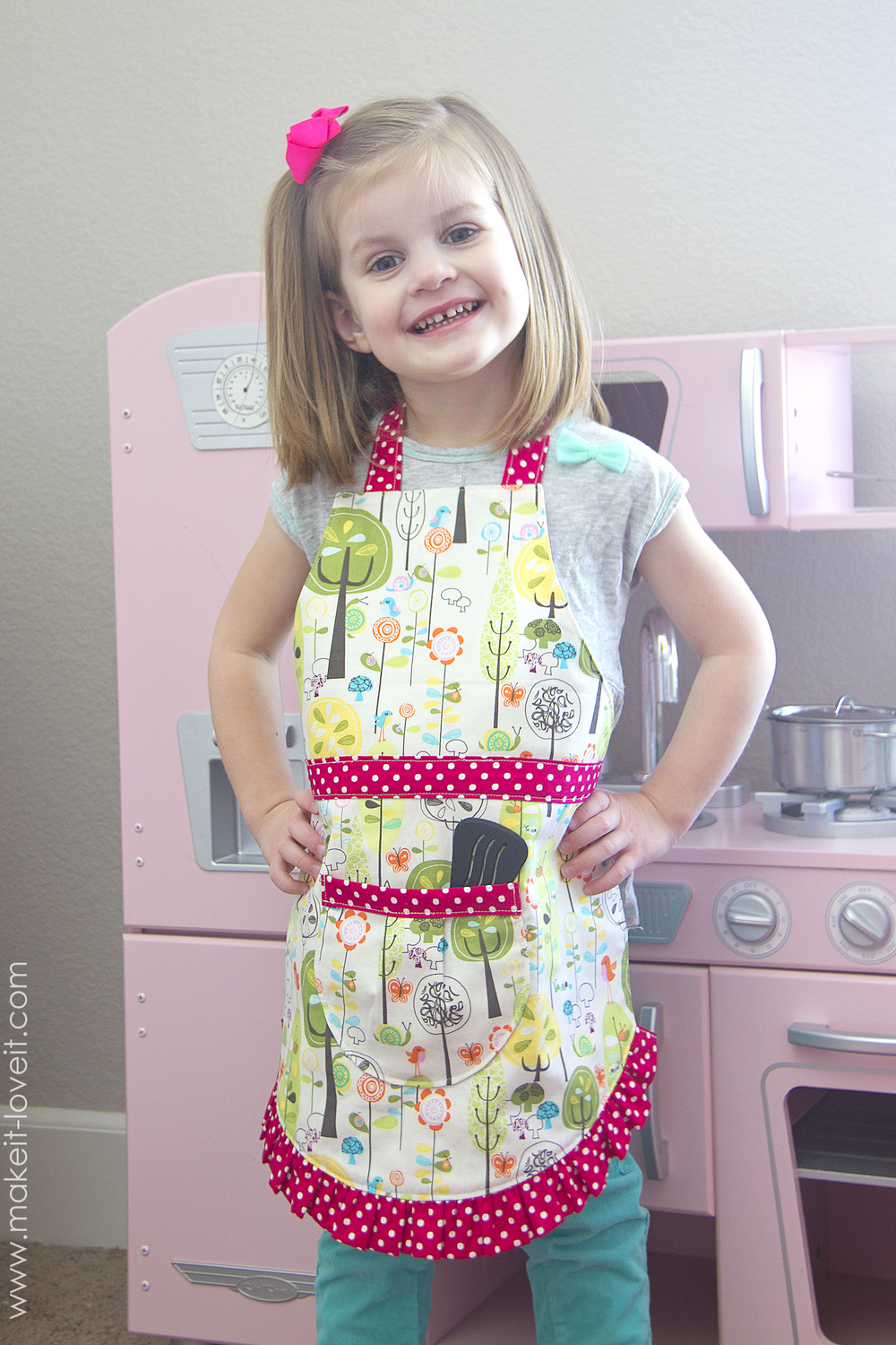 childs-curved-and-ruffled-apron-pattern-17
