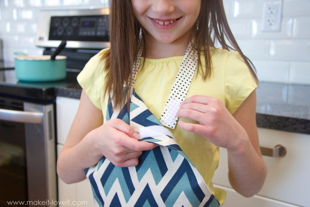 Making the Ruffle Apron PDF Pattern (6 apron girl & boy styles, 5 sizes, easy Velcro closure, printable pattern pieces) | via Make It and Love It