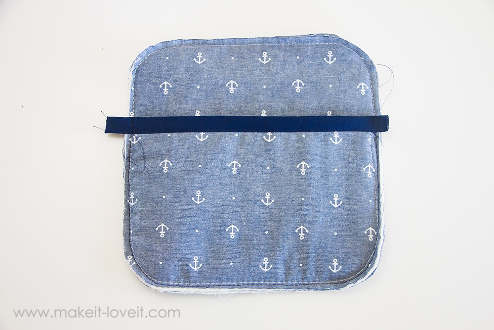 Square hot pad with hand pocket tutorial (10)