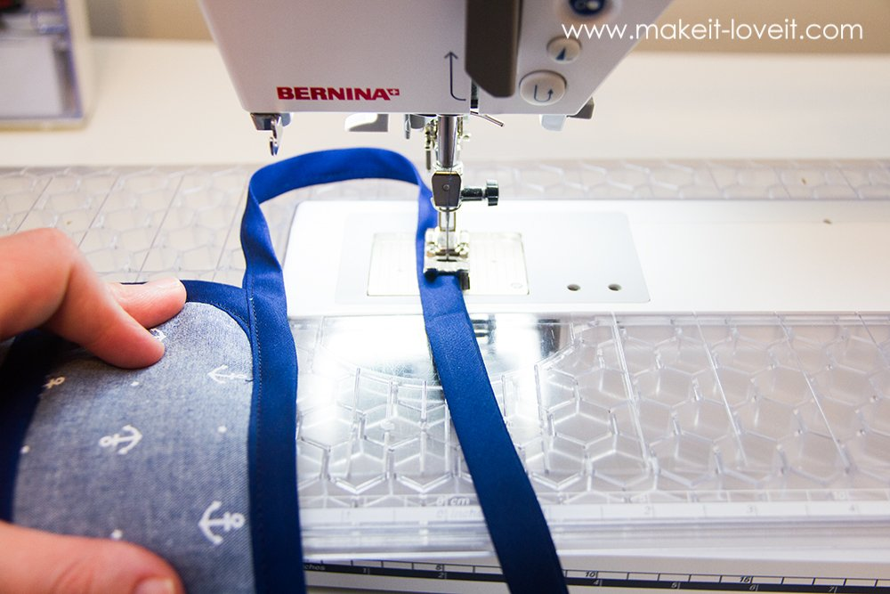 Square hot pad with hand pocket tutorial (15)