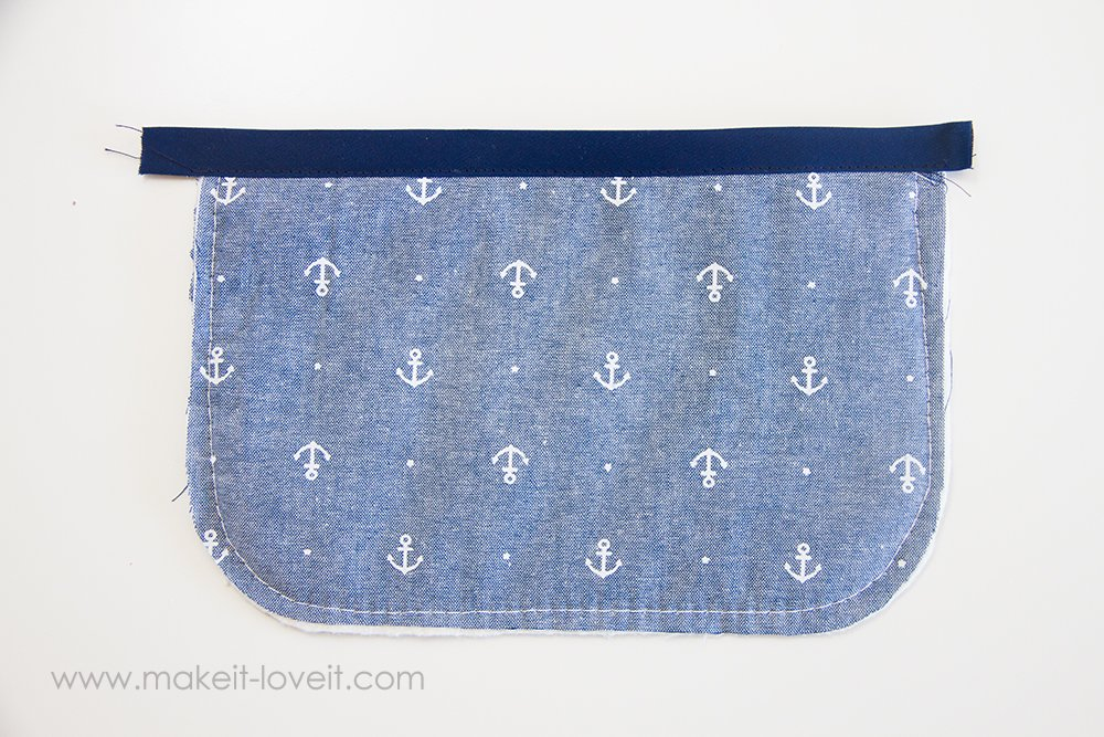 Square hot pad with hand pocket tutorial (9)