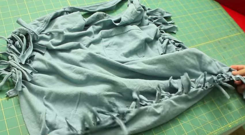 Learn how to make a hobo bag from a t-shirt