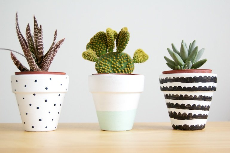 25 diy painted flower pot ideas you 39 ll love. Black Bedroom Furniture Sets. Home Design Ideas