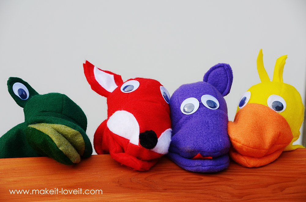 Make Your Own Felt Animal Hand Puppets (FREE template included) | via Make It and Love It