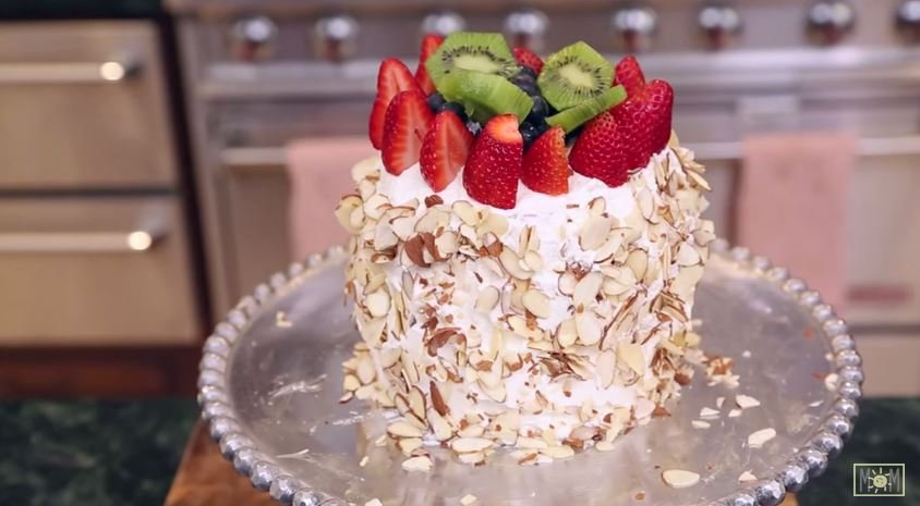 This cake has a yummy surprise inside!