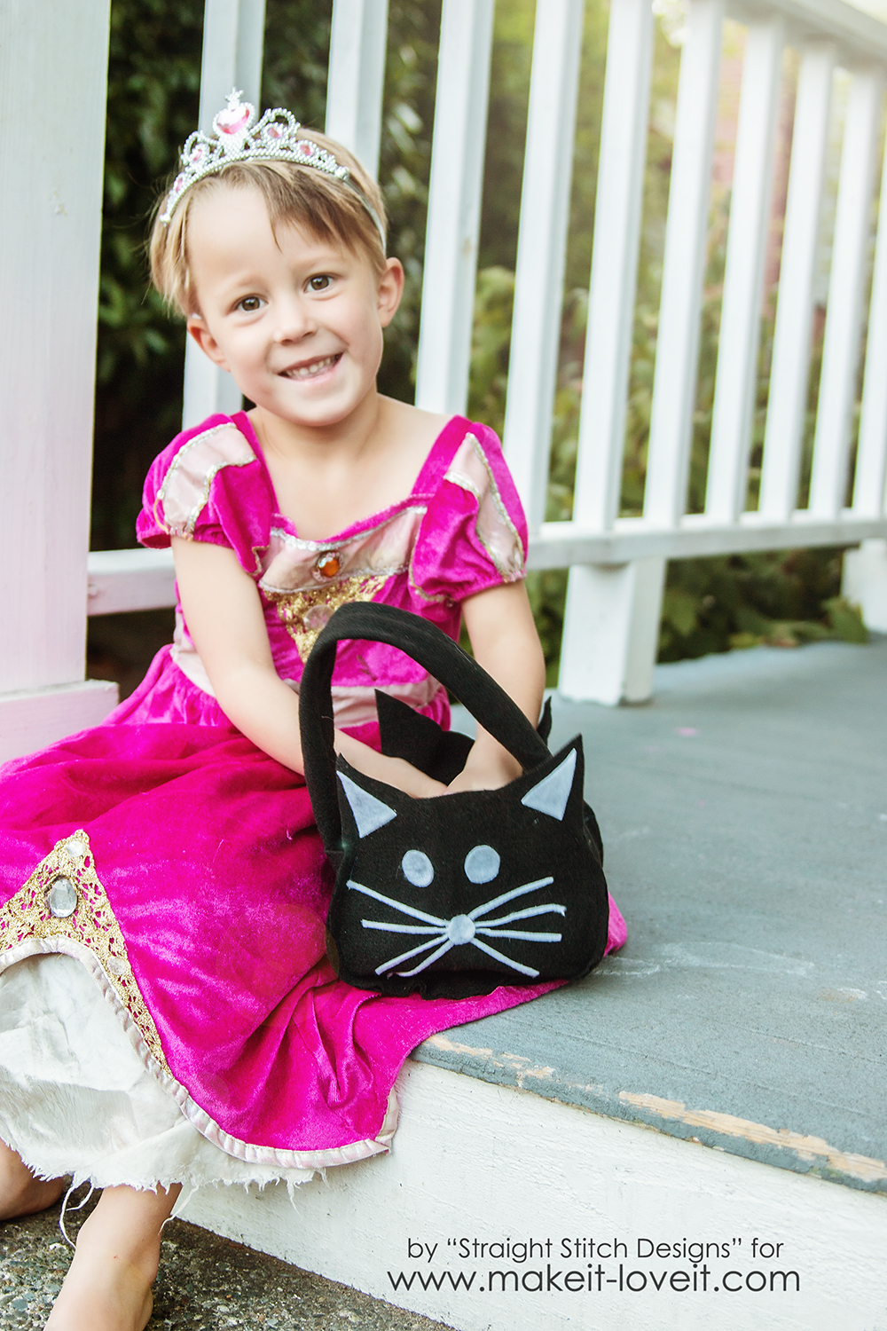 DIY Trick-or-Treat Bag {from felt} |via Make It and Love It