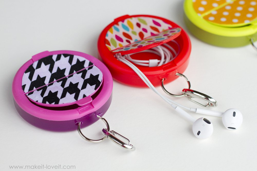 earphone-holder-from-mint-container-2