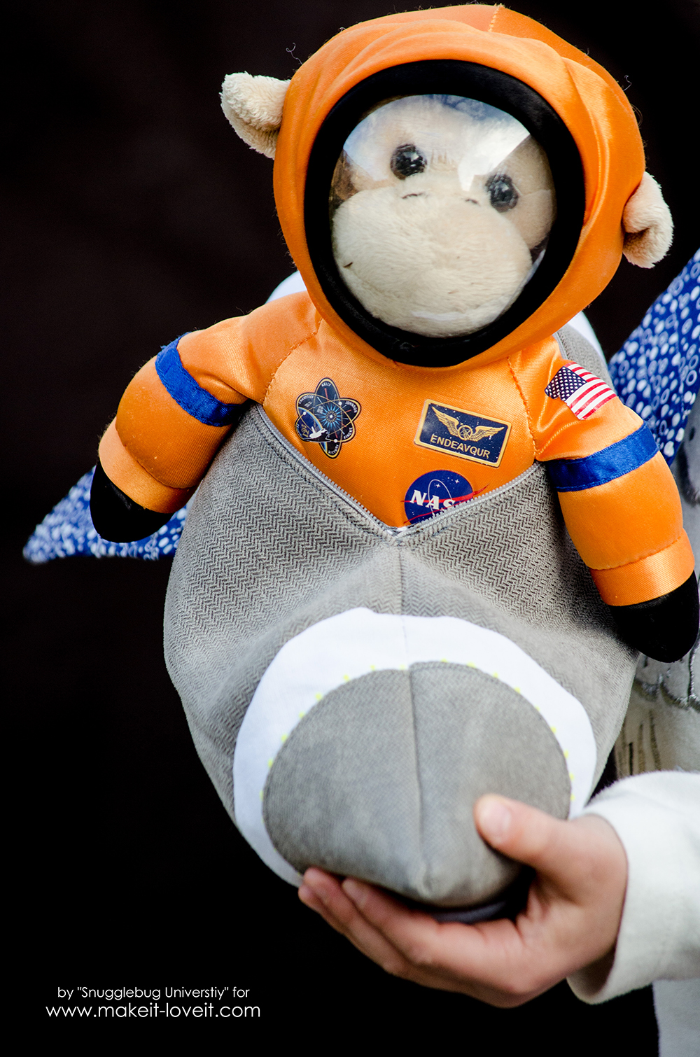 DIY Zippered Pouch Rocket Ship | via Make It and Love It
