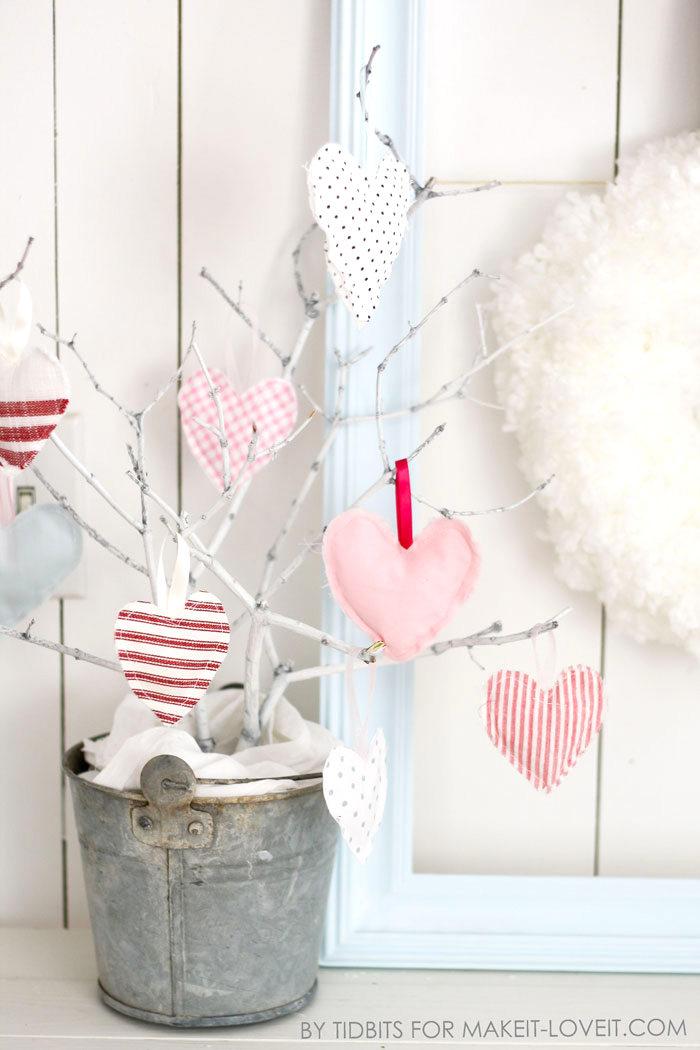 diy-hanging-heart-softies-valentine-decor-5