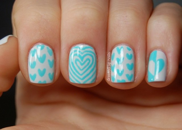 turquoise-and-white-hearts-nail-art-2
