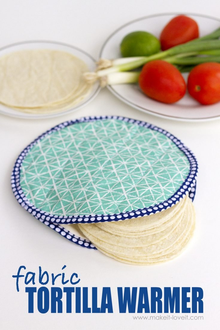 """""""Oven Mitt"""" Free Quilted Kitchen Pattern designed by Ashley from Make it & Love it"""