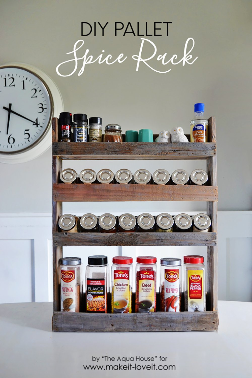 DIY Pallet Spice Rack....hang it on the wall, inside a cupboard, or on a pantry door! | via www.makeit-loveit.com
