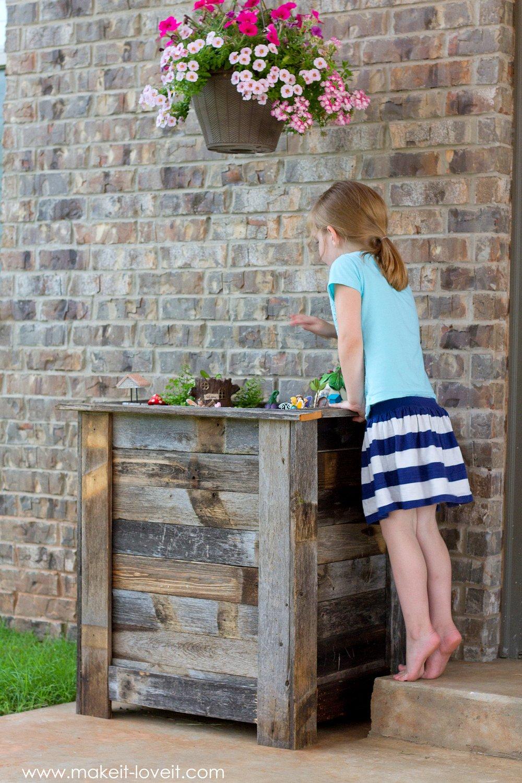DIY Reclaimed Wood Planter Box (...for an upright Fairy Garden!) | www.makeit-loveit.com
