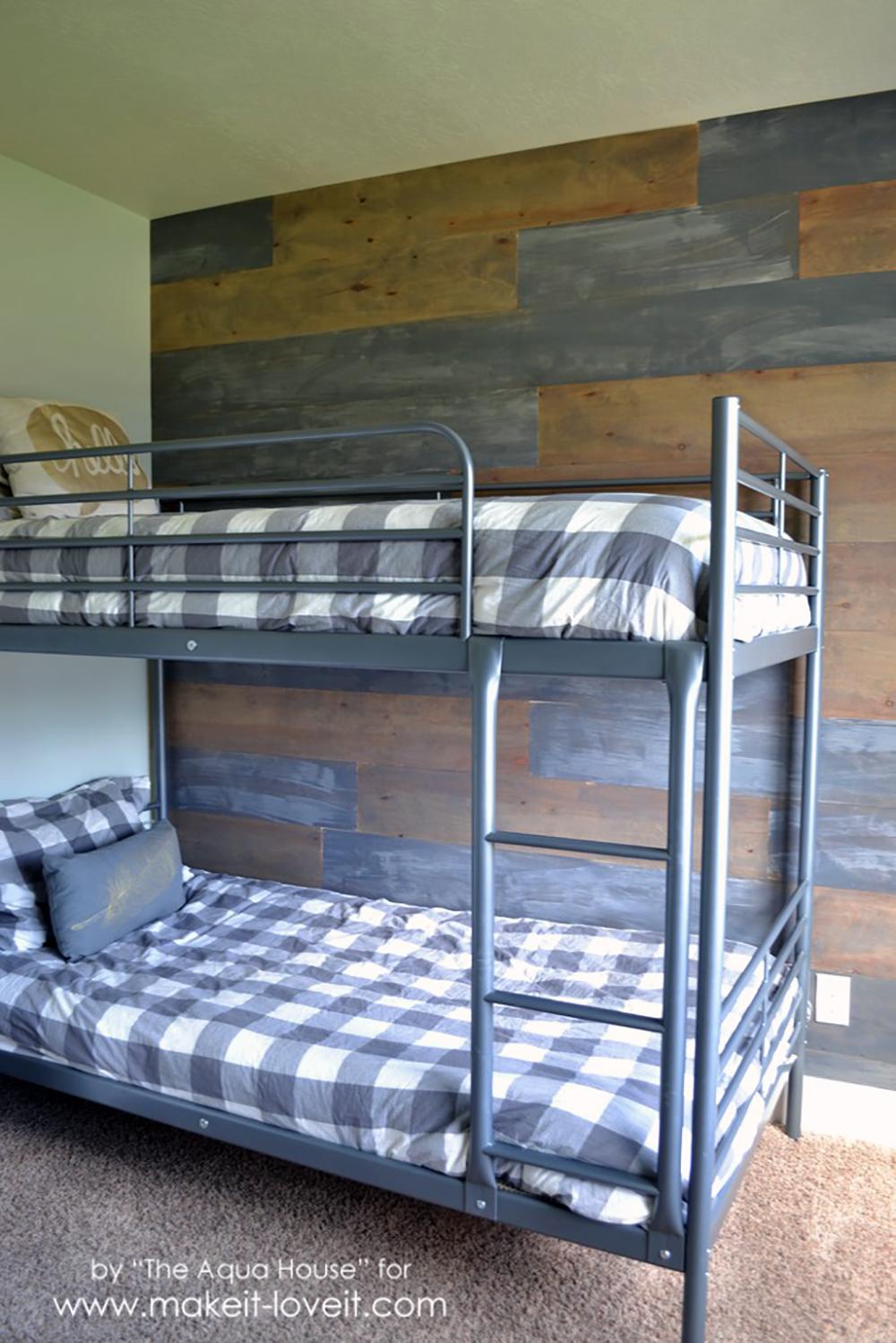 How to Make a Faux Barn Wood Wall | via makeit-loveit.com