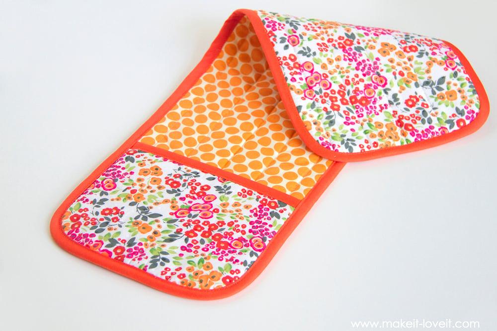 How to make a Double Pot Holder with Hand Pockets | via makeit-loveit.com
