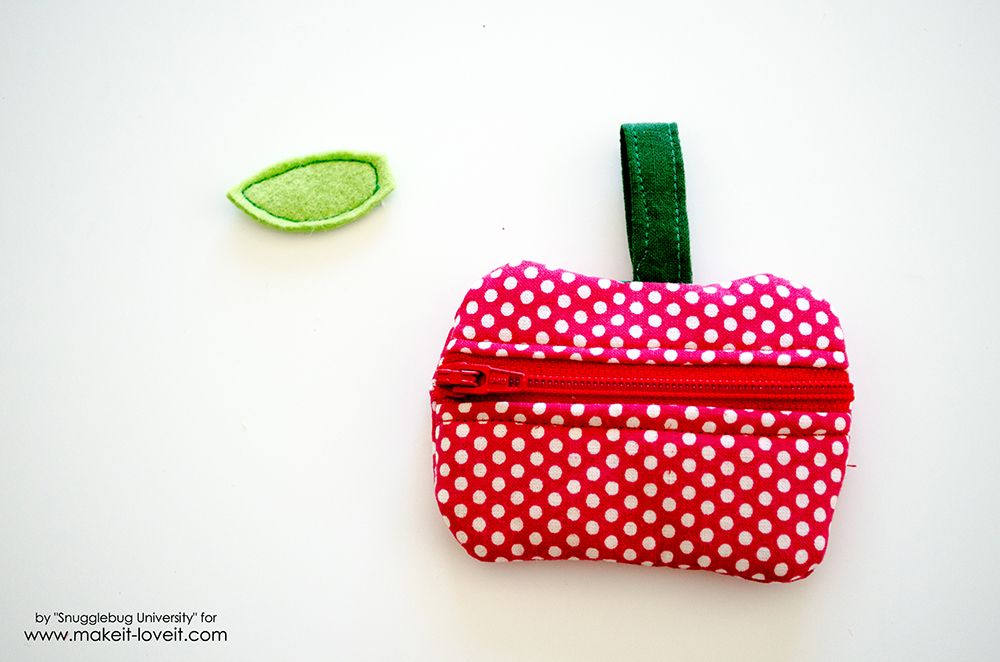Lunch Money Apple Zippered pouch tutorial (27)