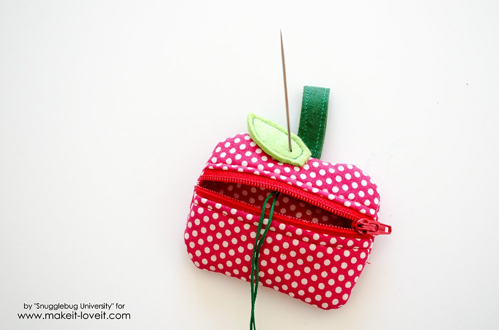 Lunch Money Apple Zippered pouch tutorial (28)