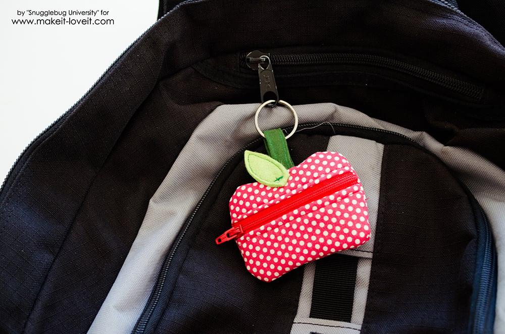 How to make a Lunch Money Zippered Apple Pouch | via www.makeit-loveit.com
