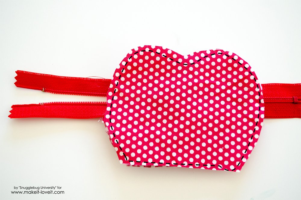 Lunch Money Apple Zippered pouch tutorial (9)