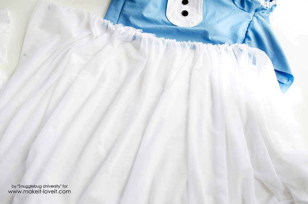 Alice in Wonderland Costumes for the Whole Family (15)