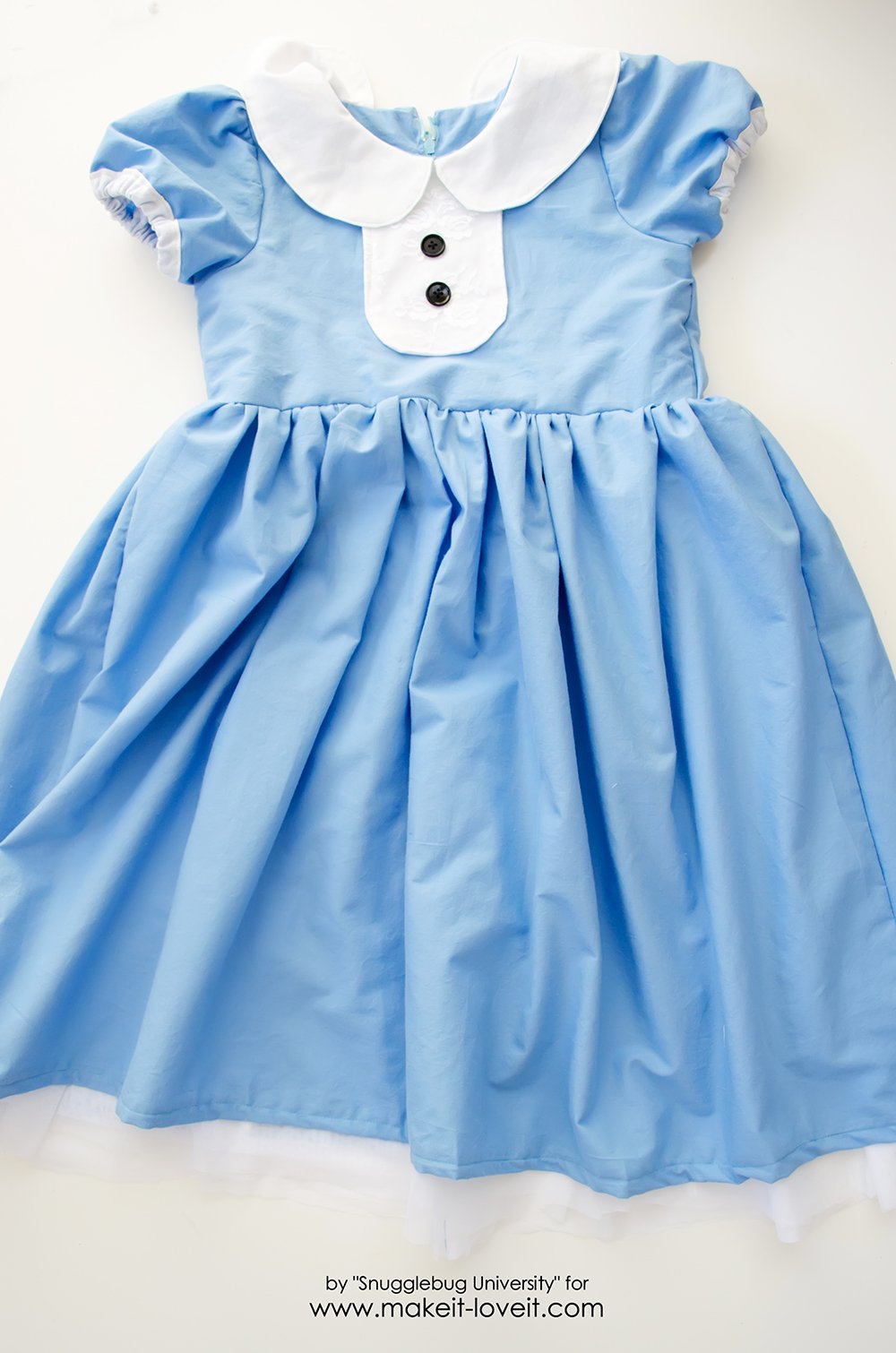Alice in Wonderland Costumes for the Whole Family (18)