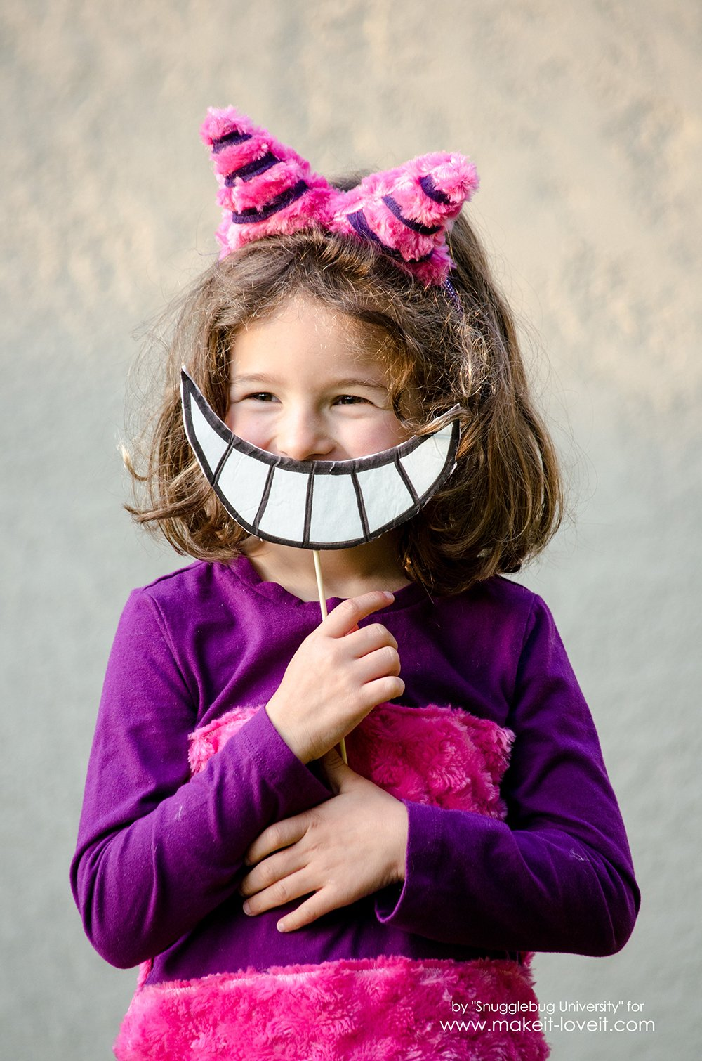 Alice In Wonderland Costumes - For The Whole Family!   via makeit-loveit.com