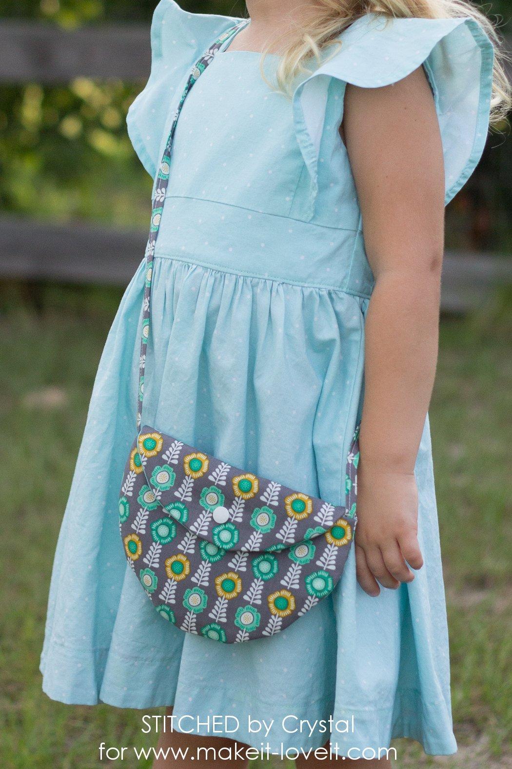 Simple CIRCLE PURSE Tutorial...for Girls! | via makeit-loveit.com