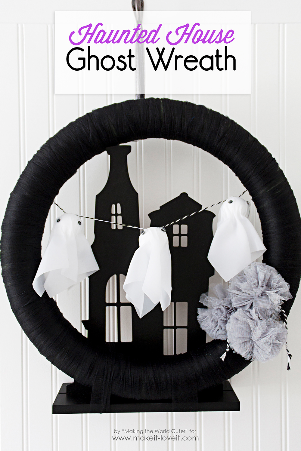 Haunted house ghost wreath 1