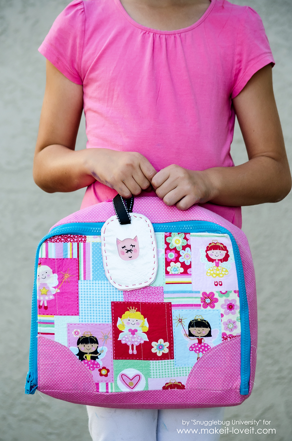 Easy Personalized Luggage Tags | via makeit-loveit.com