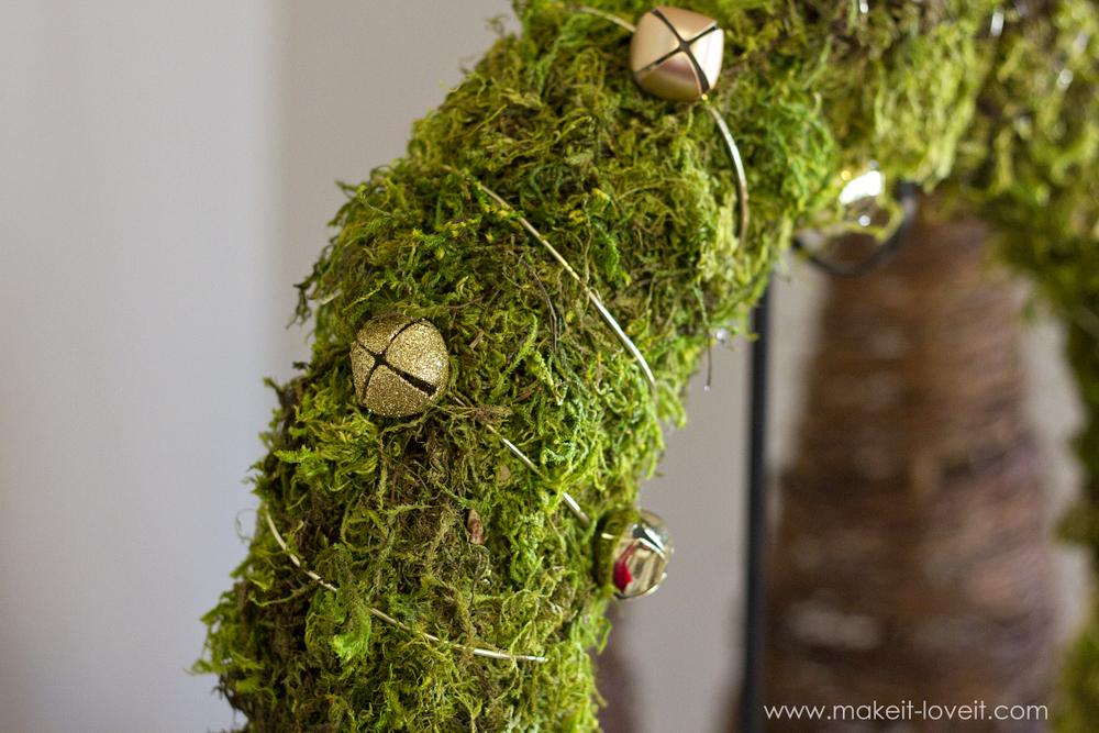 Make a simple Bell & Moss JOY WREATH | via makeit-loveit.com