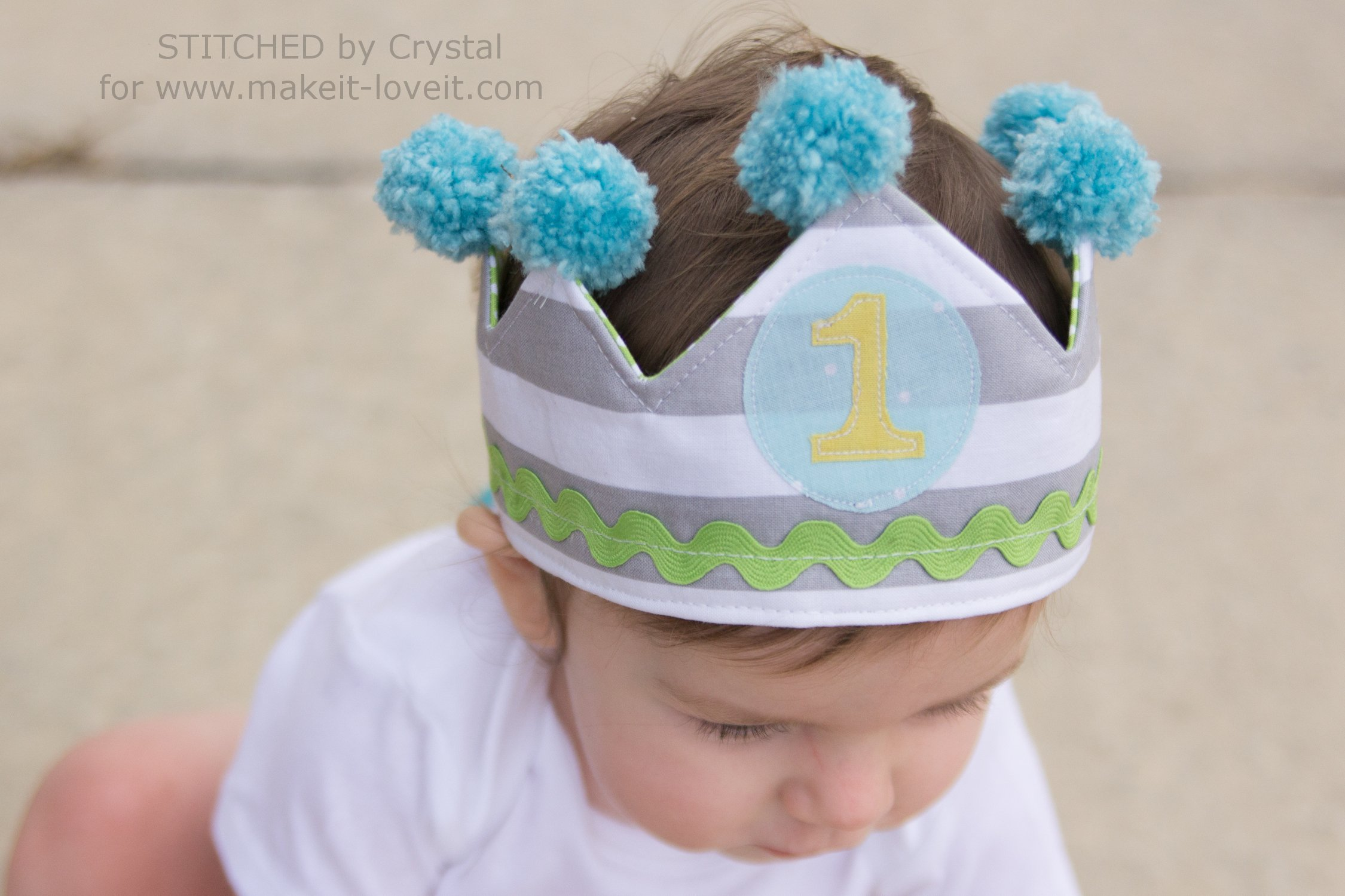 DIY Reversible Fabric Crowns...for Parties or Play! | via makeit-loveit.com