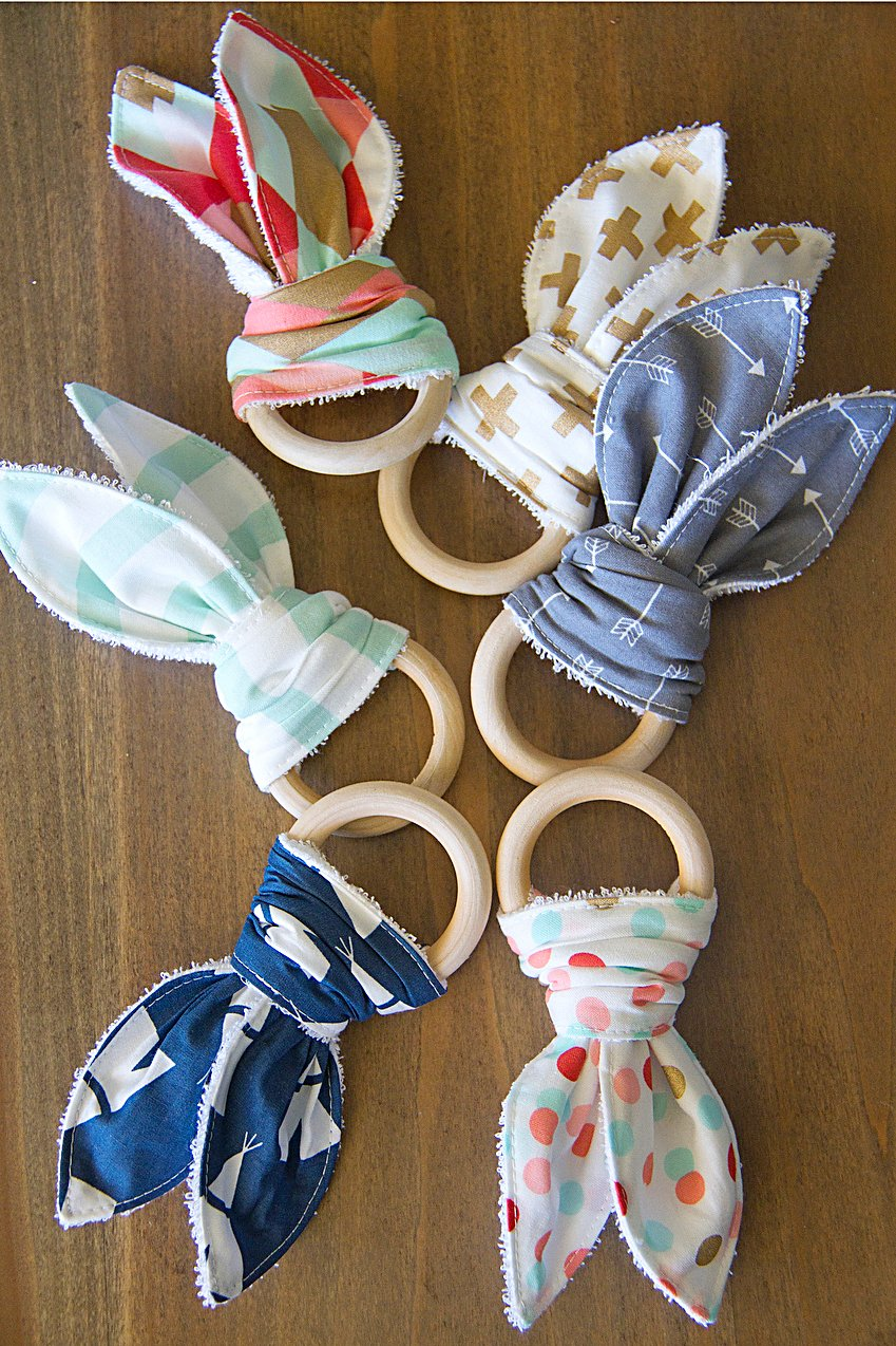 Natural wood & bunny ear teething ring