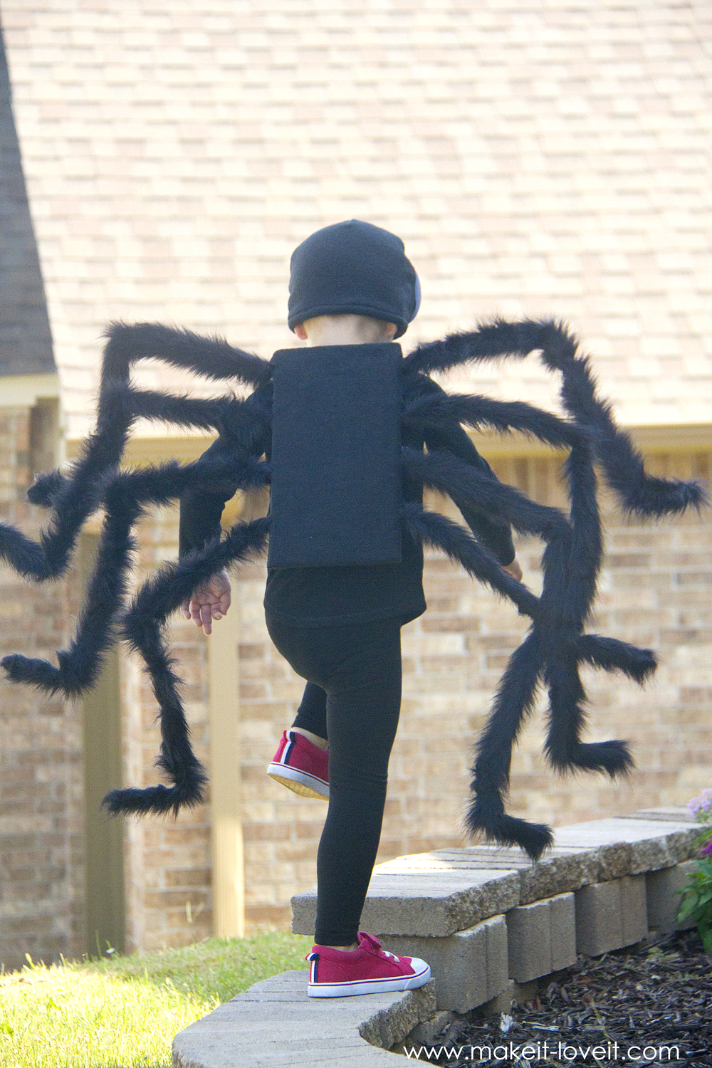 Save & DIY: Easy NO-SEW Spider Costume!!! (...plus one to GIVE AWAY ...